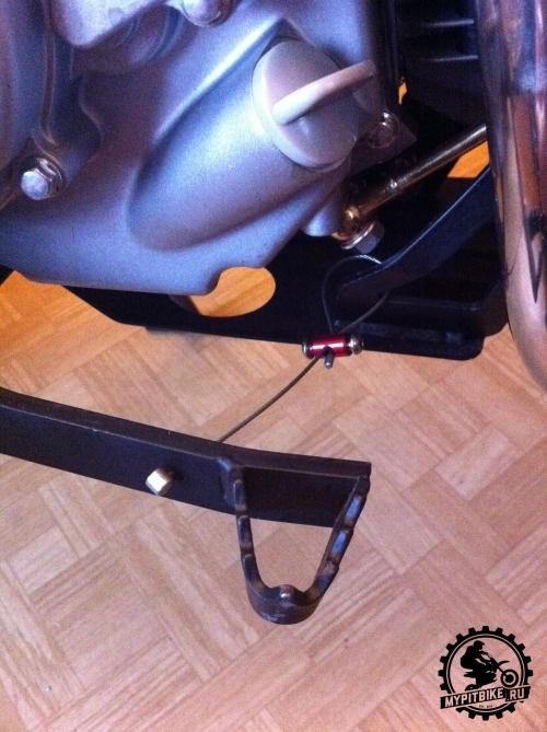 установка страховочного троса лапки тормоза питбайка